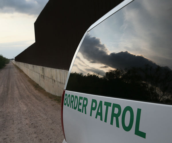 SHERIFF OFFERS INMATES TO BUILD TRUMP'S BORDER WALL